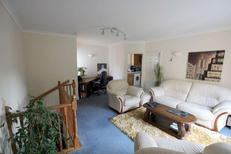 2 Bedrooms Flat for sale in Cardinals Gate, Royston