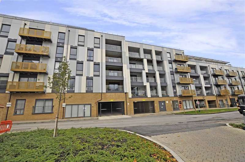 2 Bedrooms Flat for sale in Watson Heights, Chelmsford