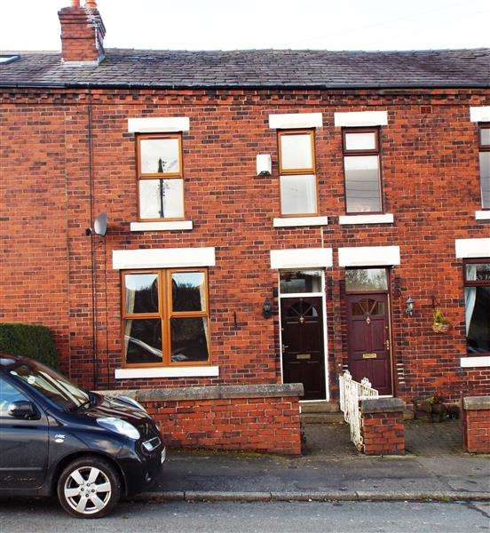 3 Bedrooms Terraced House for rent in Long Lane, Heath Charnock
