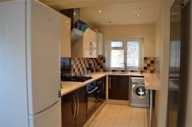 3 Bedrooms Semi Detached House for rent in Mandeville Road, Isleworth, Greater London
