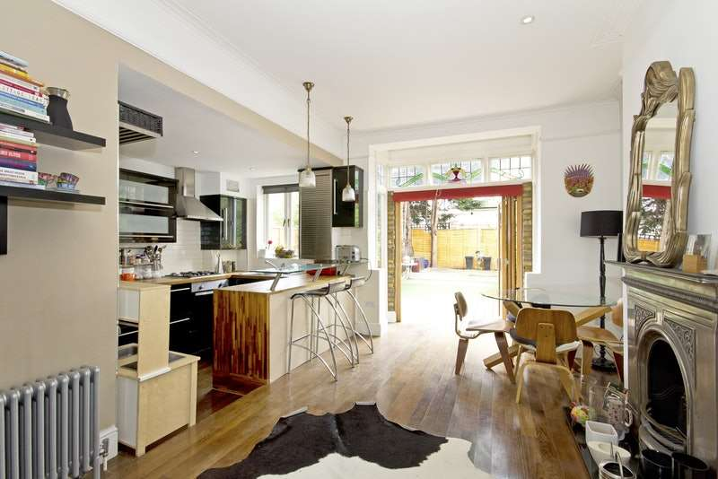 4 Bedrooms Terraced House for sale in Topsham Road, London, London, SW17