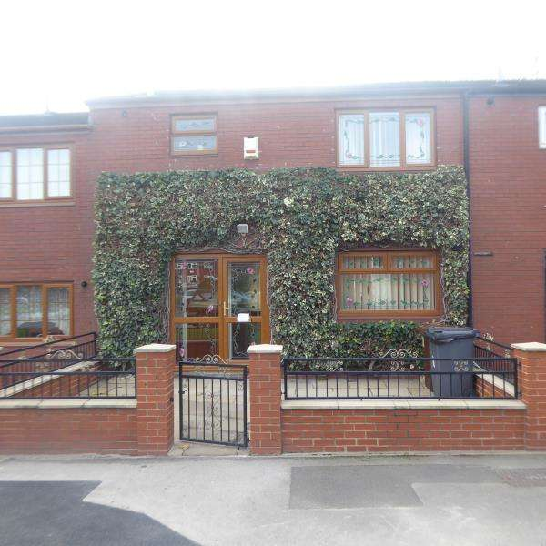 3 Bedrooms Terraced House for sale in Cain Close, East End Park, LS9