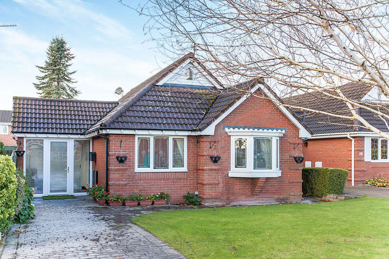 2 Bedrooms Detached Bungalow for sale in Ennerdale Road, Astley,Tyldesley, MANCHESTER, M29