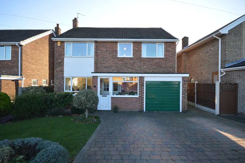 4 Bedrooms Detached House for sale in Cumbrian Way, Lupset Park, Wakefield