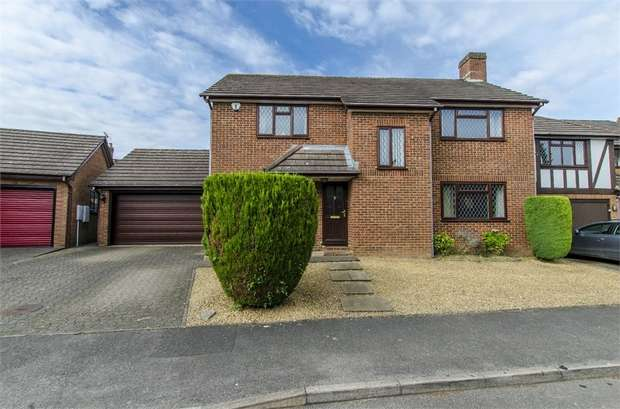 4 Bedrooms Detached House for sale in Cotsalls, Fair Oak, Eastleigh, Hampshire