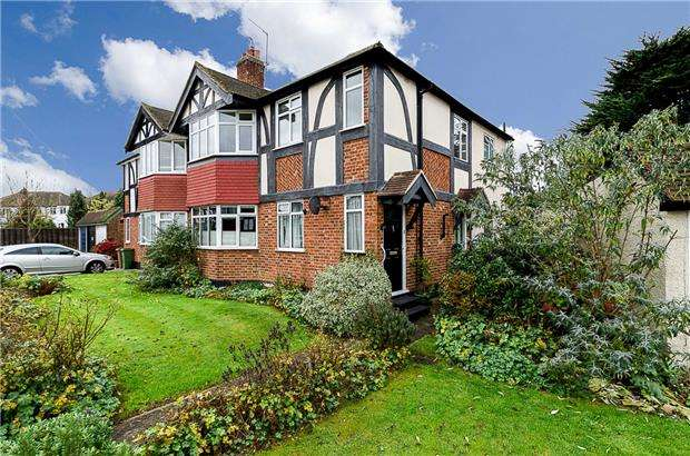 2 Bedrooms Maisonette Flat for sale in The Spinney, London Road, SUTTON, Surrey, SM3 8JG