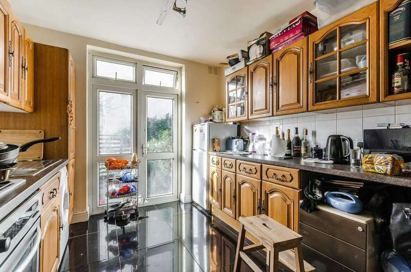 2 Bedrooms Flat for sale in Aberfoyle Road, Streatham Vale, SW16