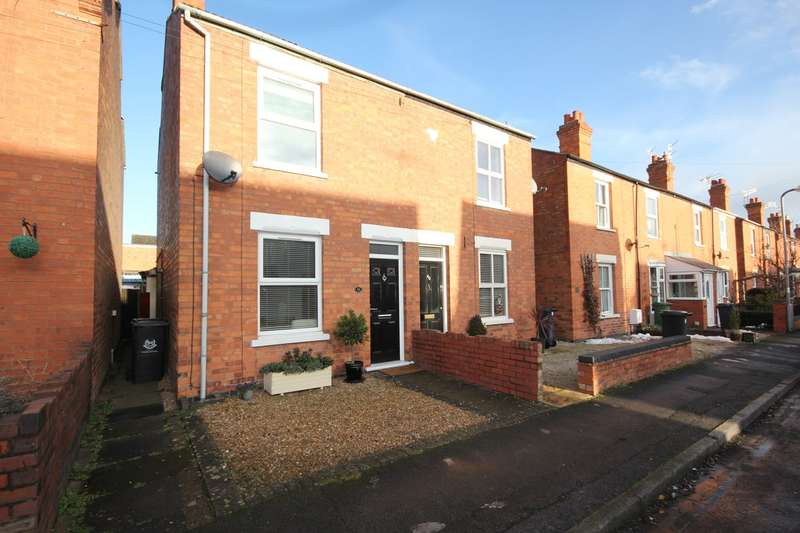 2 Bedrooms Semi Detached House for sale in Pinkett Street, Worcester, WR3