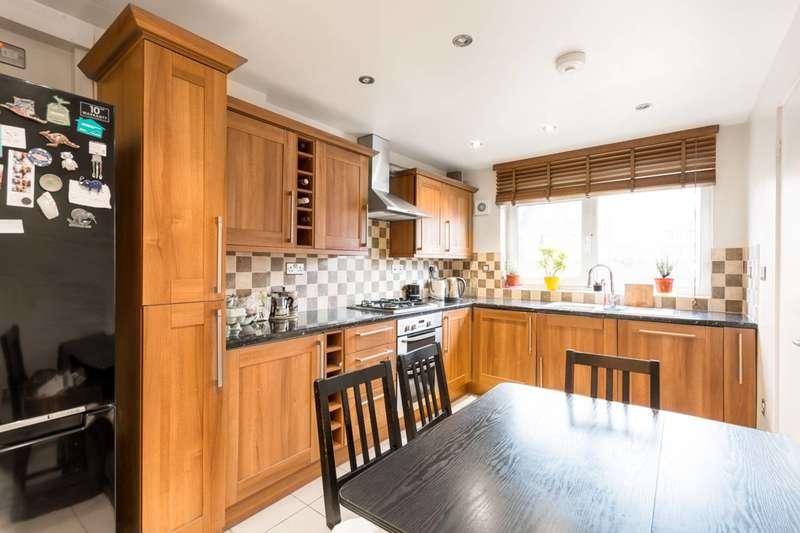 3 Bedrooms Maisonette Flat for sale in Approach Close, Stoke Newington, N16