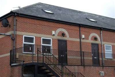 3 Bedrooms Flat for rent in Lowater Street, Carlton, NG4 1JJ