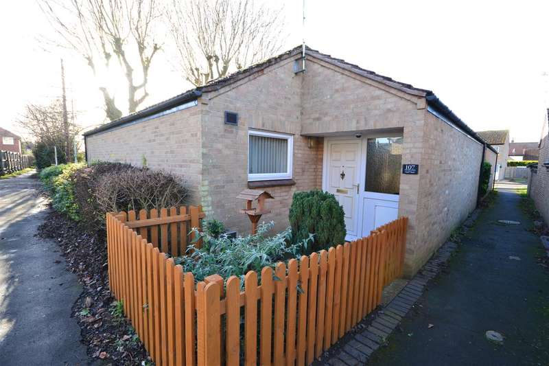 2 Bedrooms Bungalow for sale in West Drive Gardens, Soham