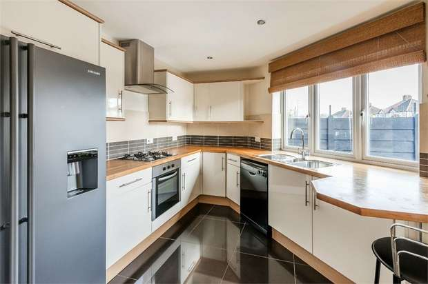 4 Bedrooms End Of Terrace House for sale in Hurst Road, WEST MOLESEY, Surrey