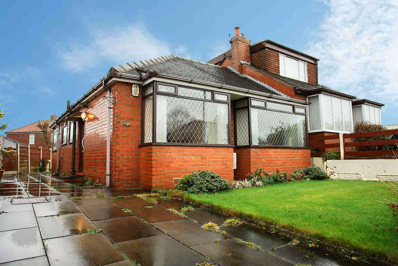 2 Bedrooms Semi Detached Bungalow for sale in Trent Avenue, Chadderton