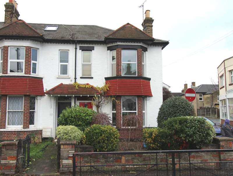 3 Bedrooms End Of Terrace House for sale in Central Leigh on Sea