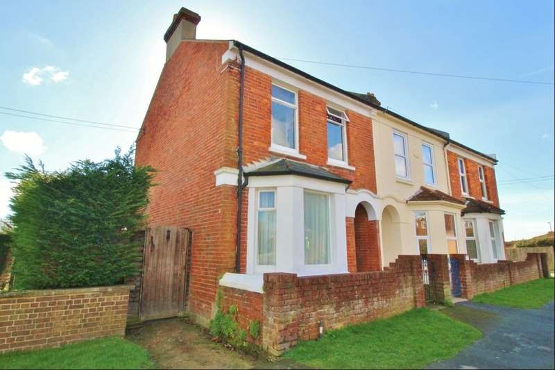 3 Bedrooms Semi Detached House for sale in Hide Hollow, Eastbourne, BN23