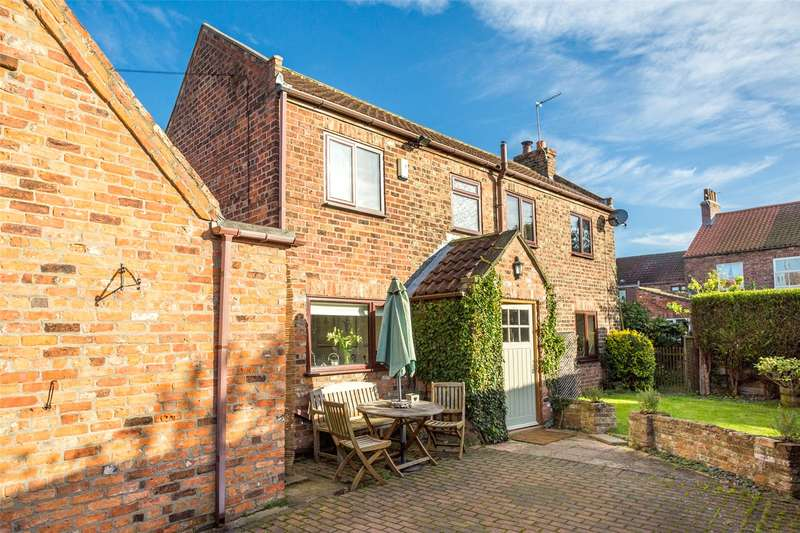 3 Bedrooms Detached House for sale in Chestnut Road, Cawood, Selby, YO8