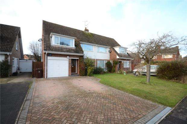 3 Bedrooms Semi Detached House for sale in Carrick Gardens, Woodley, Reading
