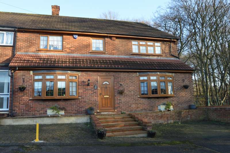 3 Bedrooms End Of Terrace House for sale in Dagnam Park Drive, Harold Hill