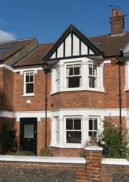 4 Bedrooms Terraced House for sale in Boston Manor Road, Boston Manor, Middlesex, TW8