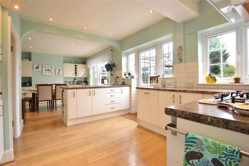5 Bedrooms Semi Detached House for sale in Wricklemarsh Road, London, SE3