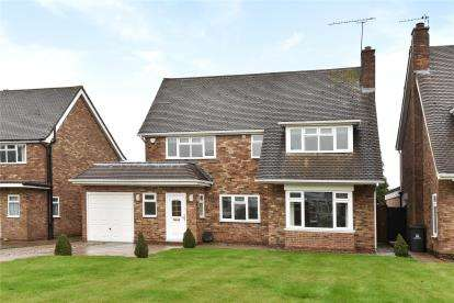 4 Bedrooms Detached House for sale in Weald Close, Bromley