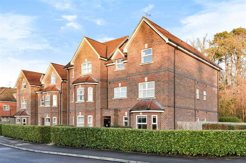 2 Bedrooms Apartment Flat for sale in St. Francis Close, Crowthorne