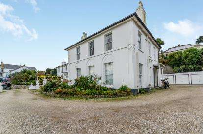 2 Bedrooms Flat for sale in Chyandour Cliff, Penzance, Cornwall