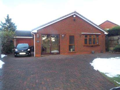 3 Bedrooms Bungalow for sale in Saredon Road, Cheslyn Hay, Walsall, West Midlands