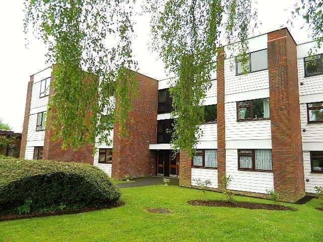 1 Bedroom Flat for sale in Beech Copse, South Croydon, Surrey, CR2 7ES