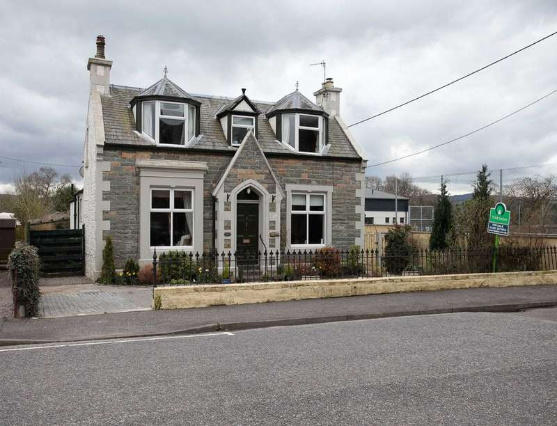 3 Bedrooms Detached House for sale in Lochside Road, Castle Douglas, DG7