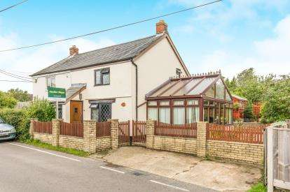 2 Bedrooms Semi Detached House for sale in Bull Hill, Pilley, Lymington