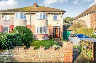 3 Bedrooms Semi Detached House for sale in Milton Hall Road, Gravesend, Kent, United Kingdom