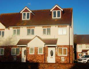 2 Bedrooms End Of Terrace House for sale in Hurst Court, Minster, Sheerness, Kent