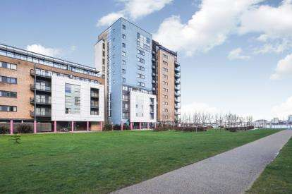 2 Bedrooms Flat for sale in Lady Isle House, Ferry Court, Cardiff, Caerdydd