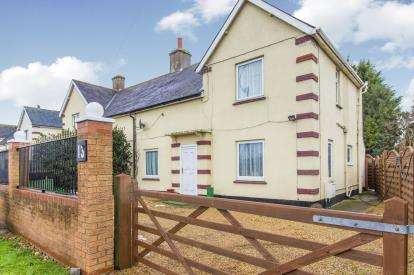 3 Bedrooms Semi Detached House for sale in Great North Road, Buckden, St. Neots, Cambridgeshire