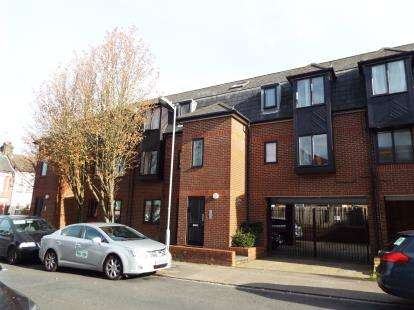 1 Bedroom Flat for sale in Albany Court, Dallow Road, Luton, Bedfordshire