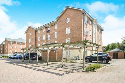 2 Bedrooms Flat for sale in Brunel Crescent, The Whytes, Swindon, Wiltshire