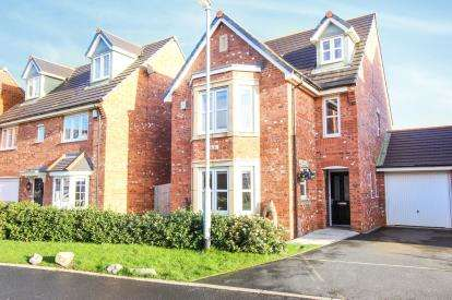 5 Bedrooms Detached House for sale in Wesham Park Drive, Wesham, Preston, England, PR4