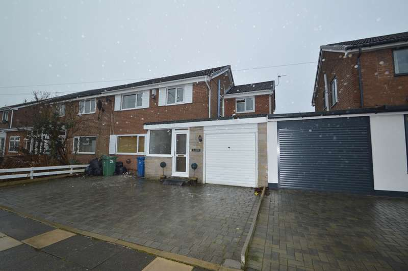 4 Bedrooms Semi Detached House for rent in Randale Drive, Bury, BL9