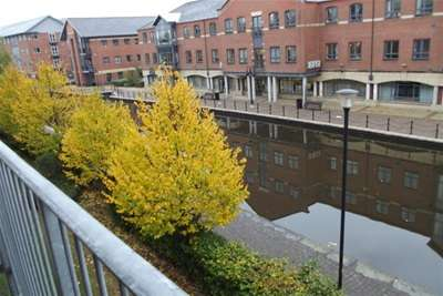 2 Bedrooms Flat for rent in Wharfside Wigan WN3