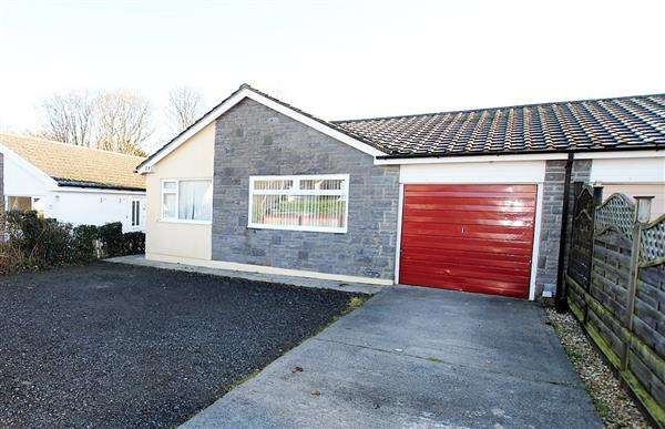 3 Bedrooms Semi Detached Bungalow for sale in 23 Holyland Drive