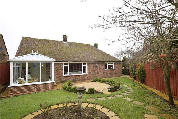 2 Bedrooms Detached Bungalow for sale in Rowan Gardens, BEXHILL, East Sussex, TN40 2QQ