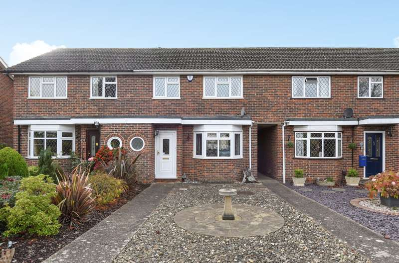 3 Bedrooms Terraced House for sale in Cobham