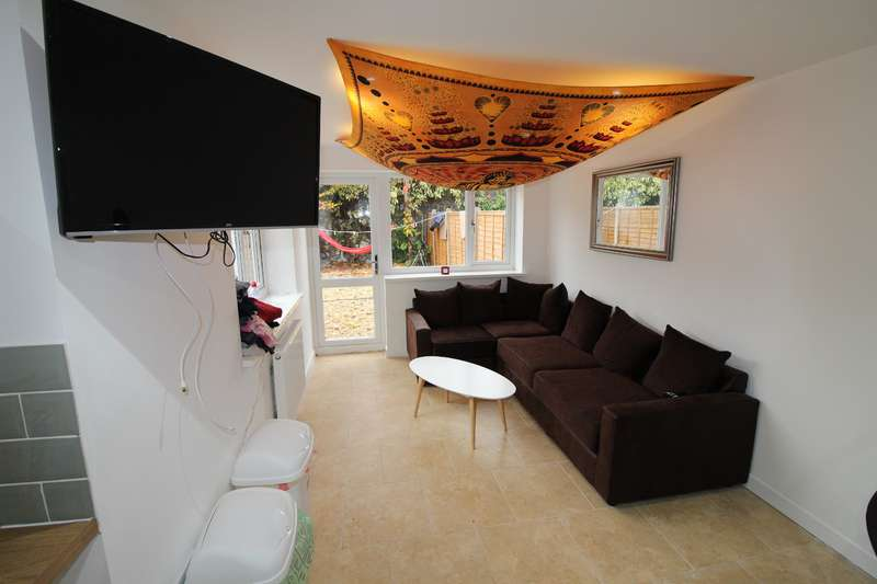7 Bedrooms House for rent in Rhymney Street, Cathays, Cardiff