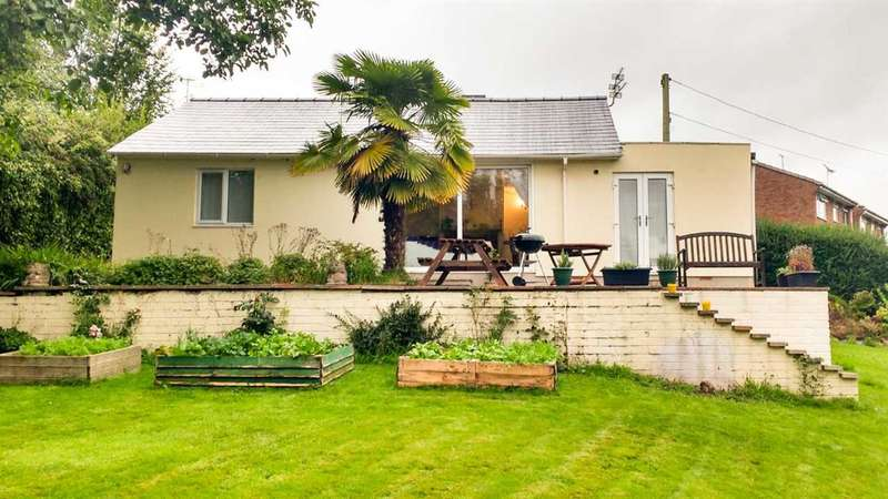 3 Bedrooms Bungalow for sale in The Yetts, Sedbury, Chepstow