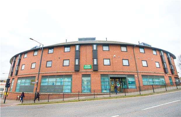 2 Bedrooms Flat for sale in Nash Court, 2 Nash Way, KENTON, Middlesex, HA3 0ST