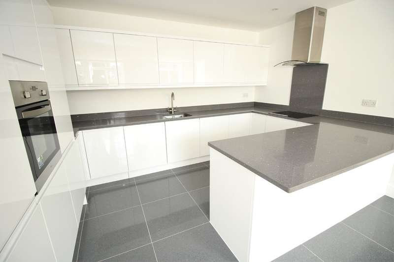 2 Bedrooms Flat for rent in Bank Court, Town Centre