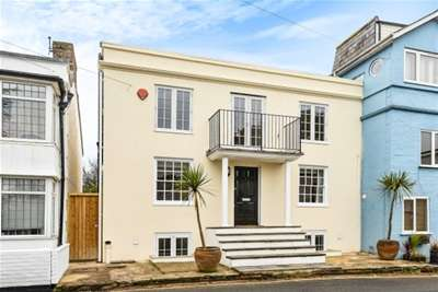 4 Bedrooms Town House for rent in Kings Saltern Road, Lymington