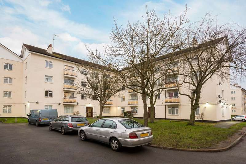 2 Bedrooms Flat for sale in Kingsnympton Park, Kingston Upon Thames, KT2