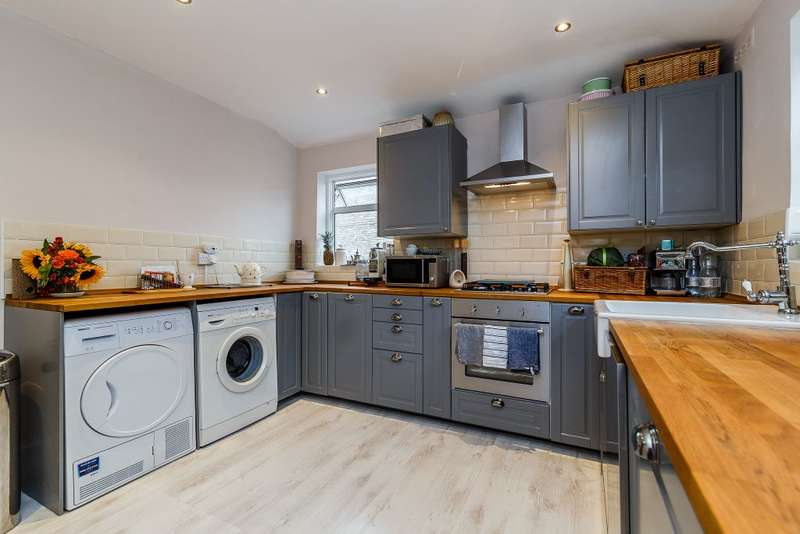 3 Bedrooms Maisonette Flat for sale in Merton Road, London, SW18
